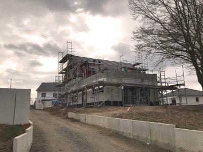 DDachstuhlbau und Dacheindeckung eines Neubaus in Braunschweig