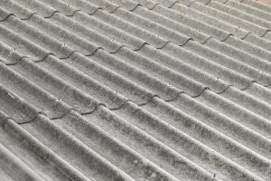 Faserzement Wellplatten (Eternit) enthielten einst Asbest. Heute gibt es Faserzement in verschiedenen Ausführungen. Asbestfrei.