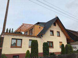 Dachgaube mit Velux-Fenstern