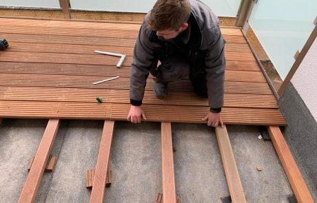 Verlegen eines Terrassenbelags aus Holz