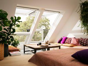 Cabrio-Fenster von Velux lassen viel Licht ins Dachgeschoss und bieten zudem viel Frische Luft eine eine tolle Aussicht. Foto: ©2015 VELUX Gruppe Deutschland