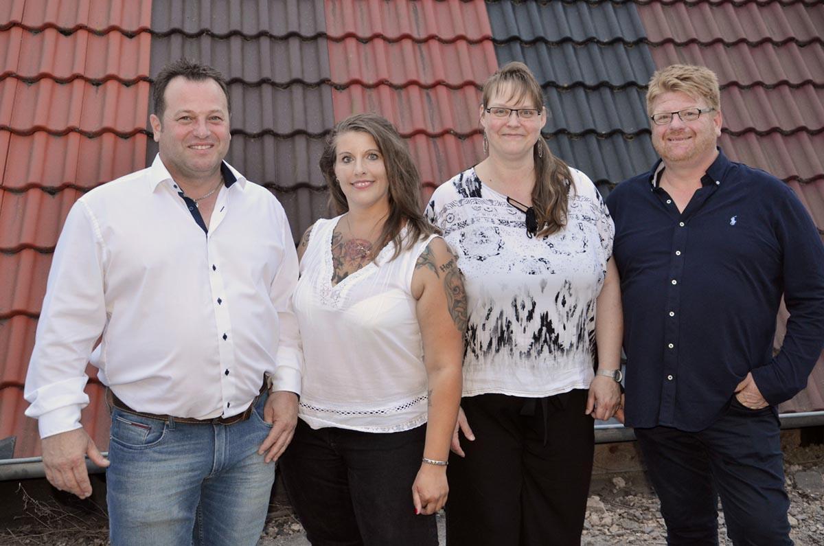 Dirk Marske (l.) und Peter Marske (r.) mit ihren Mitarbeiterinenn Kerstin Rabitz (2. v. l) und Tanja Diel (2.v.r.).