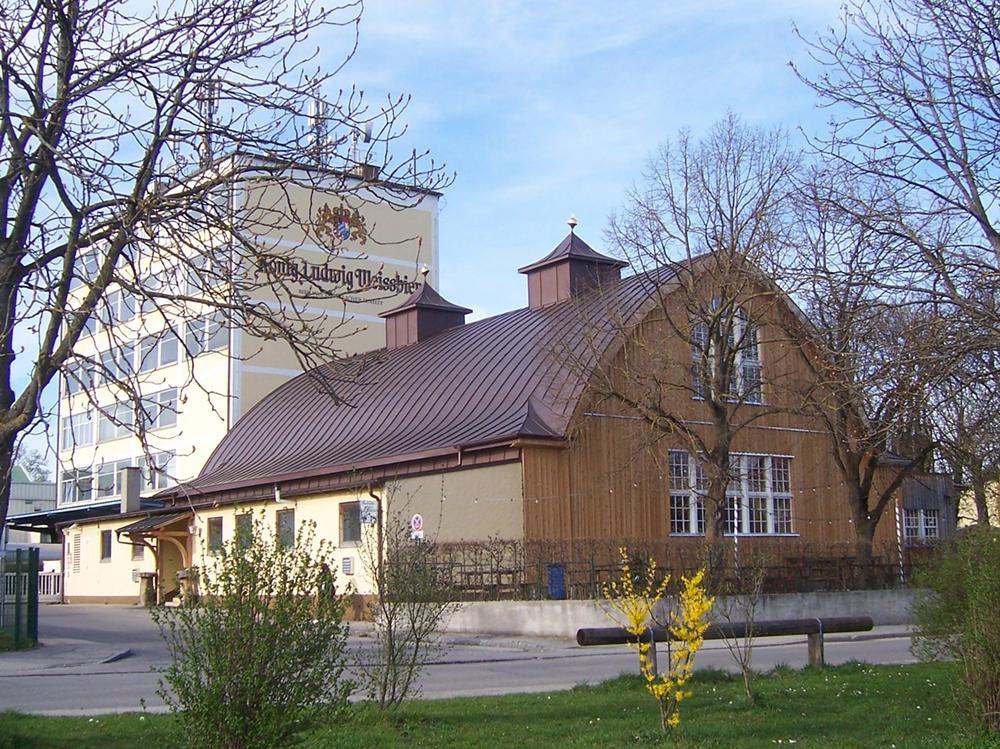 Ein Zollinger-Dach von Außen. Marthabräuhalle in Fürstenfeldbruch. Foto: ©Bergfalke2/lizenziert unter BY-SA 3.0/Creative Commons