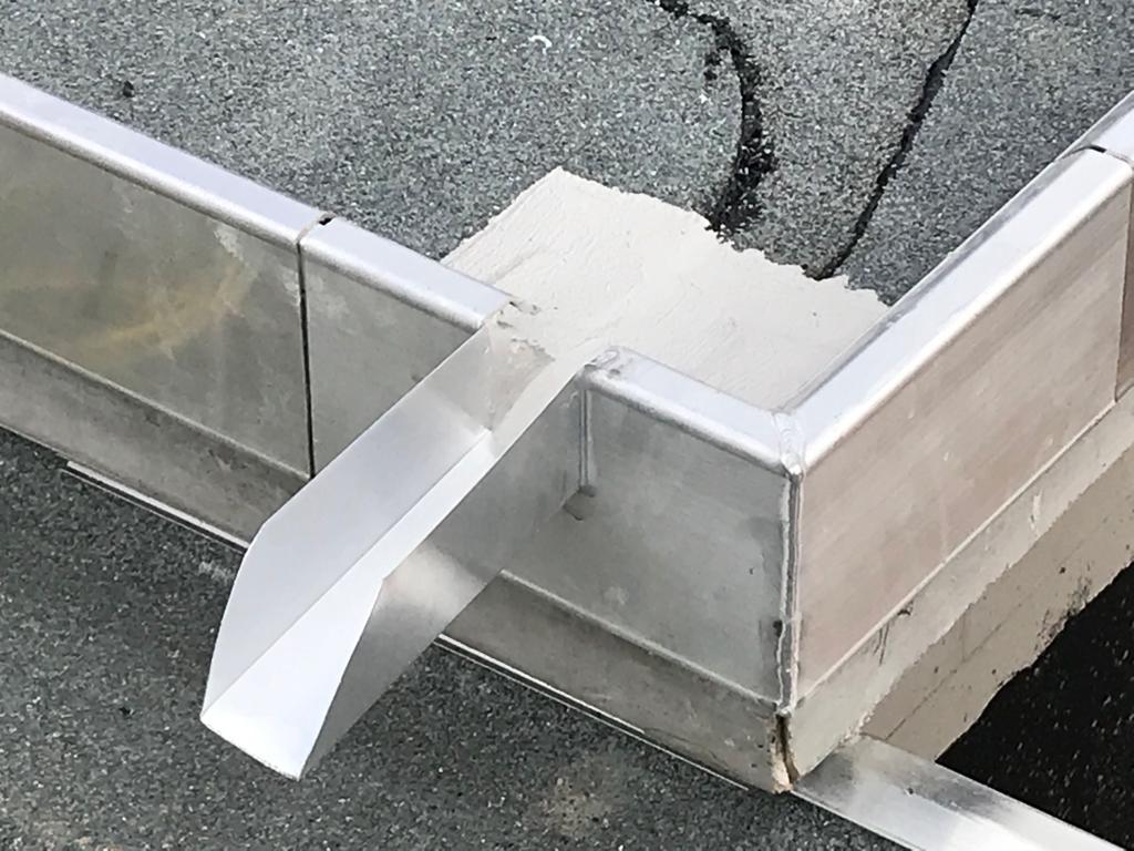 Metall Abfluss auf einem Flachdach
