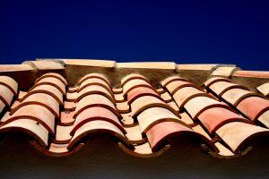 Mönch und Nonne Ziegel gehören zu den ältesten Dacheindeckungen der Welt. Foto: Robert Eisenreich/fotolia.com