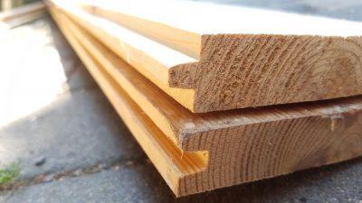 Holzbretter mit Nut und Feder/Spund