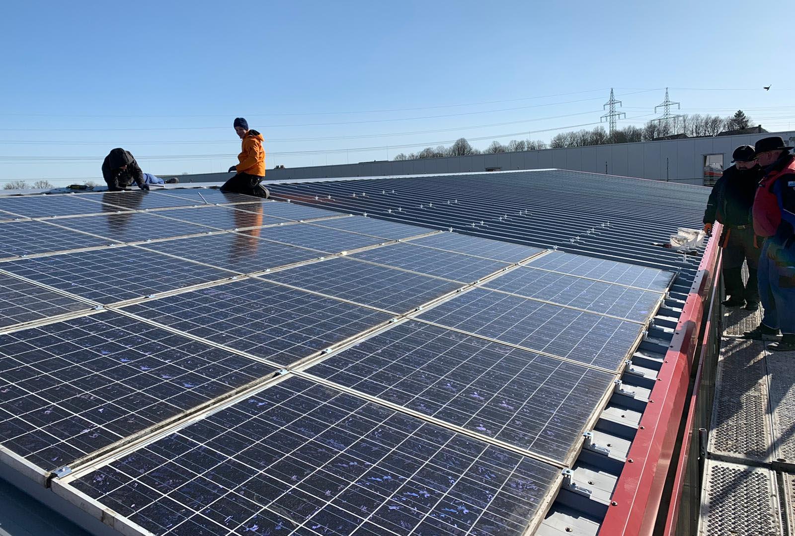 Installation von Solaranlagen auf dem Dach