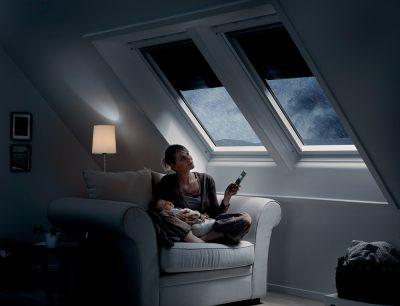 Dank moderner Dachfenster von Velux können Sturm, Regen und Hagel die Laune nicht vermiesen, denn sie sorgen für ein sicheres Gefühl und Behaglichkeit. Foto: Velux Deutschland GmbH