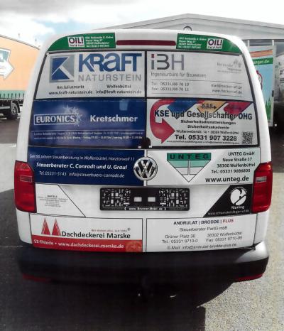 Dachdeckerei Marske unterstützte die Anschaffung des neuen Fahrzeuges für die Jugendfeuerwehr mit einer Anzeige. Foto: Brunner-mobil