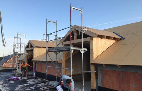 Zimmererarbeiten auf dem Dach