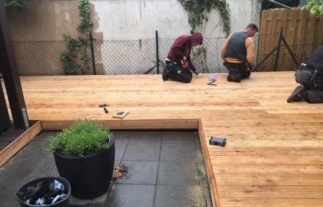 Zimmererarbeiten beim Bau einer Terrasse